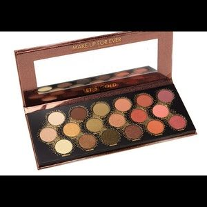Eye Shadow Palette and Make Up Case